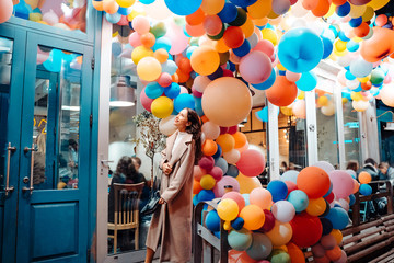 Woman on the background of wooden door with balloons Wall mural