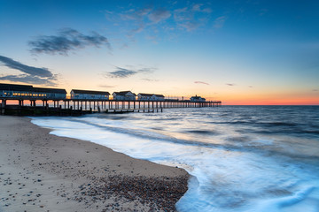 Fototapete - Dawn at the pier at Southwold