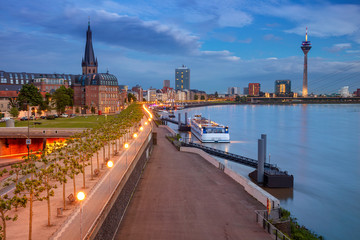 Fototapete - Dusseldorf, Germany. Cityscape image of riverside Düsseldorf, Germany with Rhine river during sunset.