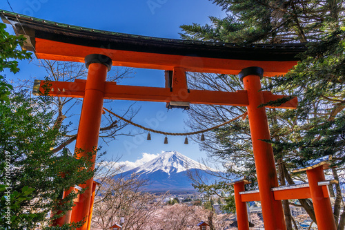 Wall mural Red pole and fuji mountains in Japan.