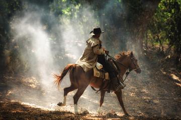 Cowboy on horseback Papier Peint