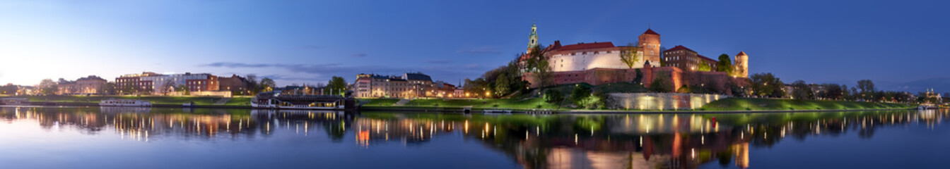 Fotorollo Krakau Poland, Krakow, Wawel hill at night, panoramic view