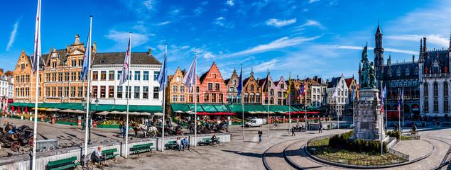 Panorama vom historischen Marktplatz in Brügge - Belgien
