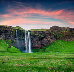 Poster Vert Splendid morning view of Seljalandfoss Waterfall on Seljalandsa rive. Great summer sunrise in Iceland, Europe. Beauty of nature concept background.
