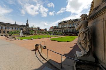 Fototapete - Dresden: Zwinger mit Porzellansammlung und Kunstsammlung
