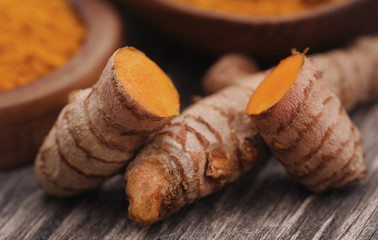 Raw turmeric with powder