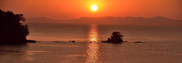 最高に美しい夕日の津奈木町海岸・光の道・熊本県芦北郡津奈木町  Tsunagi town coast of the most beautiful sunset  Road of light  Tsunagi Town, Kumamoto Prefecture