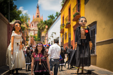 Woman in the Beautifull town of San Miguel de Allende celebrating a wedding with mojigangas in a callejoneada Wall mural
