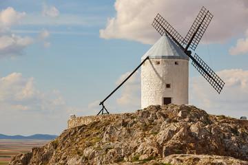 Autocollant pour porte Moulins Traditional antique windmill in Spain. Consuegra. Toledo landscape