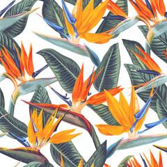 Modèle sans couture lumineux avec des fleurs tropicales et des feuilles de Strelitzia Reginae. Style réaliste, dessiné à la main, vecteur. Arrière-plan pour les impressions, le tissu, les cartes d& 39 invitation, la décoration de mariage, les papiers pein