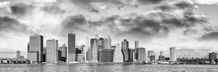 Wall Mural - New York City at sunset. Panoramic view of Downtown Manhattan