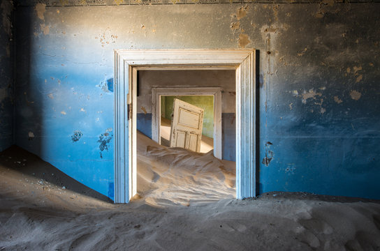 Kolmanskop ghost town, Luderitz Namibia