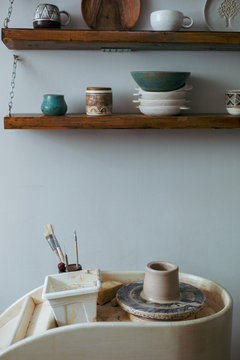 Circle with clay and pottery products