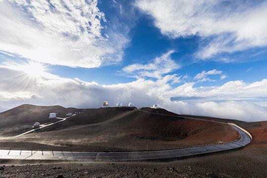 USA, Hawaii, Mauna Kea volcano, access road and telescopes at Mauna Kea Observatories