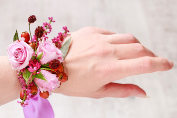 Steps of making wrist corsage for autumn wedding