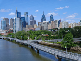 Philadelphia skyline in 2019 with recreational boardwalk along the Schuylkill River, known as the Schuylkill Banks Fototapete