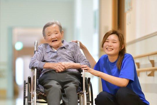 老人介護施設・施設で過ごす母