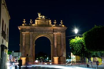 Arco de la calzada de noche, León guanajuato, mexico