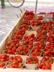 Frische rote Erdbeeren Marktstand Bamberg