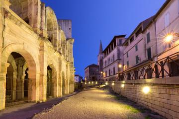 Tuinposter Oude verlaten gebouwen Arles Amphitheatre, France