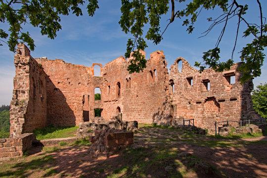 Ruine der Burg Hohenecken in Kaiserslautern, Rheinland-Pfalz, Deutschland