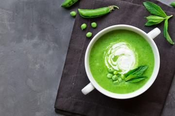 Fototapeta Green pea and mint soup obraz