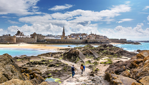 Saint-Malo Panorama, Bretagne, Les remparts vu du fort national