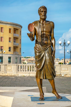Statue of Archimede. Syracuse, Sicily, Italy
