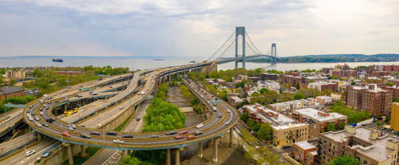Fotomurales - Aerial view of the Verrazzano-Narrows bridge in Brooklyn and Staten Island.