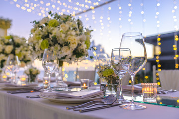 Obraz Table setting at a luxury wedding and Beautiful flowers on the table. - fototapety do salonu