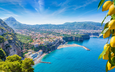 Photo sur Aluminium Europe Méditérranéenne Aerial view of cliff coastline Sorrento and Gulf of Naples, Italy