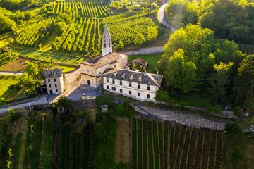 Valtellina (IT) - Castionetto di Chiuro - Vista aerea dei vigneti e chiesetta