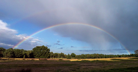 Kompletter Regenbogen