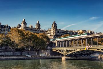 Wall Mural - Bir-Hakeim bridge in Paris