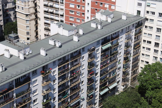 Barre d'immeuble HLM à Paris