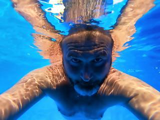 Man making his selfie under water