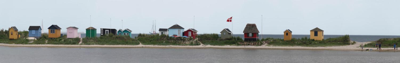 Bunte Strandhäuser auf Aeroe Dänemark