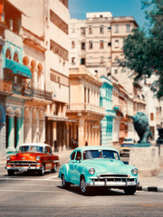 Papiers peints La Havane Old classic cars in downtown Havana