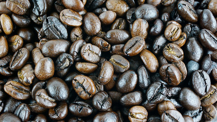 Tuinposter koffiebar Close up Many coffee beans, Top view.