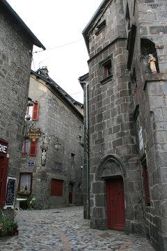 buildings in besse (france)