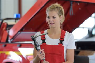 picture of female ambulance mechanic