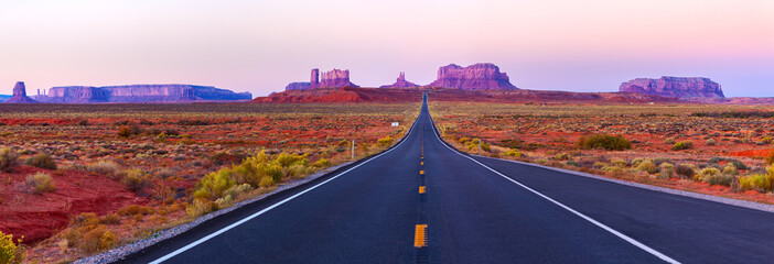 Zelfklevend Fotobehang Lichtroze Scenic view of Monument Valley in Utah at twilight, USA.
