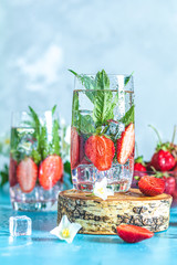Detox infused water with strawberry and mint
