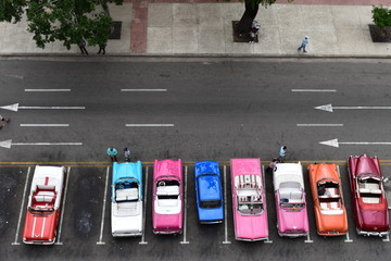 A lot of Colourful Havana Classic Taxi waiting for customers Wall mural