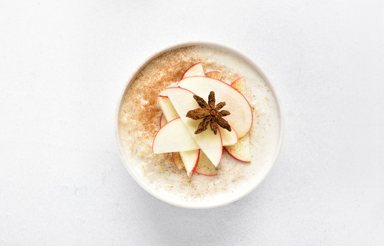 Oats porridge with red apple slices and cinnamon