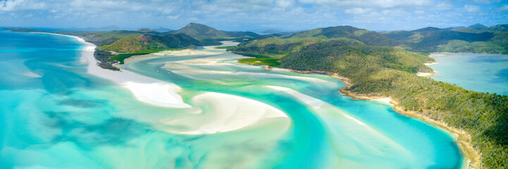 Foto auf Gartenposter Blau Jeans Hill Inlet at Whitehaven Beach on Whitesunday Island, Queensland, Australia