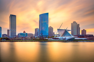 Wall Mural - Milwaukee, Wisconsin, USA downtown city skyline on Lake Michigan