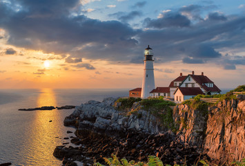 Poster Mer coucher du soleil Portland Head Light at sunrise in Maine, New England, USA.