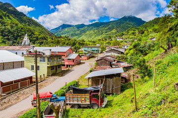 Papiers peints Amérique du Sud South America. Ecuador. Ecuador village in the lowlands of the Andes. Ecuadorian rural settlement. Andes mountains greenery covered. Mountain landscape of Ecuador. Travelling to South America.