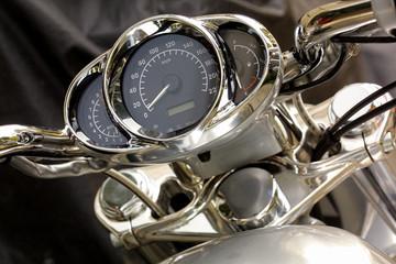 Tachometer und Lenker eines Motorrads